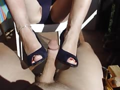MILF FOOTJOB German