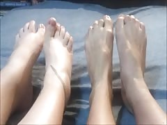 Ritsa and Anastasia move their sexy feet